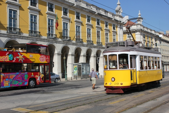 Tram 28 - Old meets new